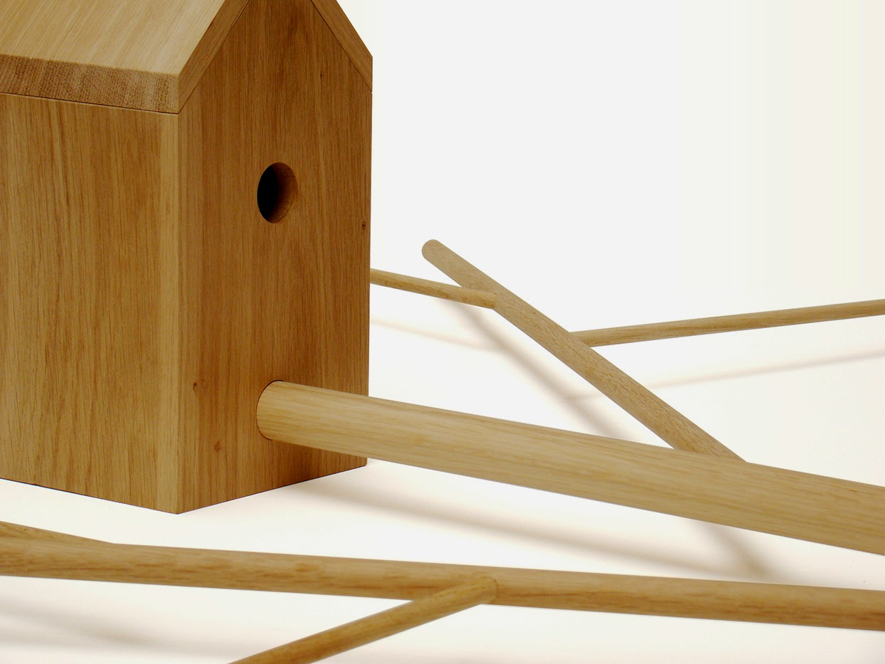 cabane à oiseaux,nichoir, nid,antenne,design,objet,bois,bois massif,animaux, ébénisterie, emilie cazin,sobre,pur,épuré,ligne,simple,